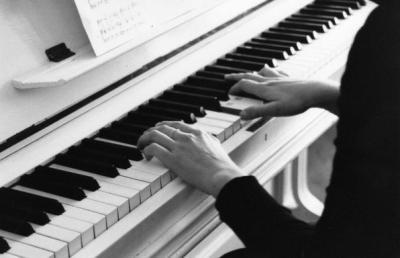 raina et le piano