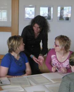 Studenten_aus_Olomouc_bei_Archivarbeiten_im_Brenner-Archiv1