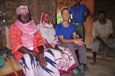 Entwurstelt den Verwandtschaftsklumpen: Bakari Mpeama und seine Frau