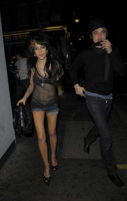 amy-winehouse-and-pete-doherty-out-again