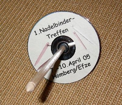 Spindel, die eine CD als Wirtel hat