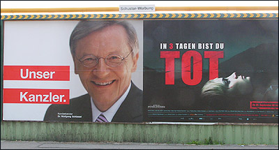 Foto: &quot;Unser Kanzler&quot; neben &quot;In drei Tagen bist du tot&quot;-Plakat<br /> Quelle: diepresse.at (3.10.2006)