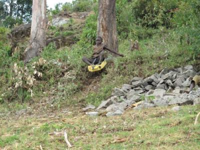 Rodeln in Afrika. Fotografiert in Sipi, nahe Mount Elgon in Uganda.