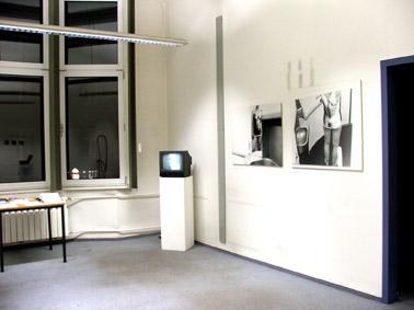 Video und Fotos von Gertrud, Tisch mit Meterial aller Beteiligten