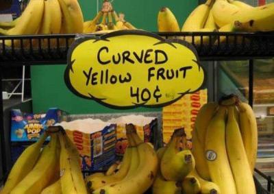 Banane: Gekrümmte gelbe Frucht.