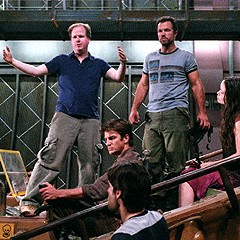 "Joss Whedon (links) am Set von ""Serenity"""