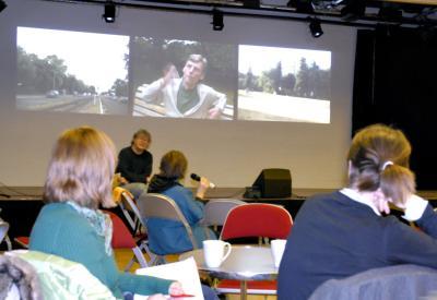 Uwe Rada moderiert die Diskussion nach dem Film
