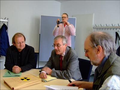 Dr-Thomas-Jung-vom-Bundesamt-fuer-Strahlenschutz-Pressesprecher-Michael-Schroeren-und-Horst-Blume