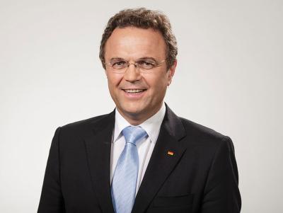 Hans-Peter_Friedrich_2012