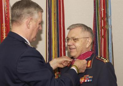 Richard_B__Myers_awards_the_Legion_of_Merit_to_Harald_Kujat