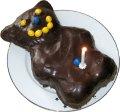 Geburtstagstorte in Bärenform mit einer Kerze