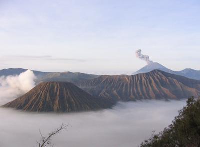 Mt. Bromo betrachtet von einer ca. 3000m hoch gelegenen Ausichtsplattform