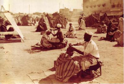Garaud. Les barbiers de la place Jemaa El Fna, circa 1920<br /> &copy; Maison de la Photographie de Marrakech