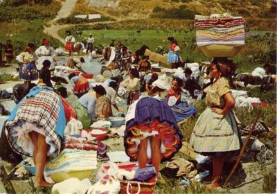 Nazar&eacute; (Portugal) Lavadeiras <br /> Irre Gr&uuml;sse von Irgendwo <br /> Reproducao Proibida &copy; Dulia