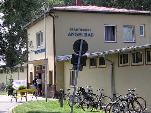 entrance to the angelibad