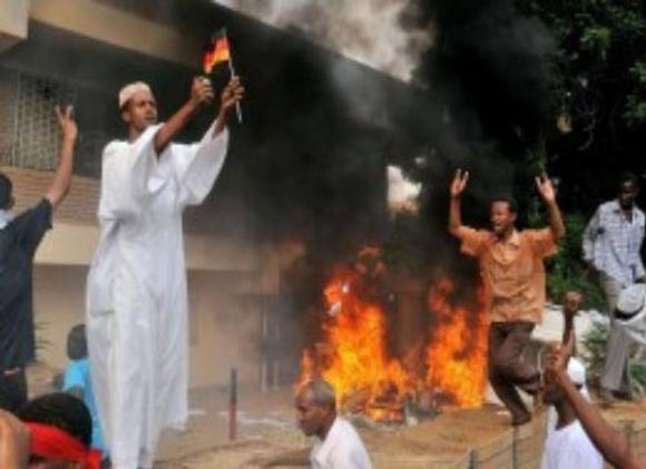Botschaft-Sudan-brennt