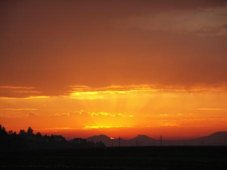Sonnenuntergang-Richtung-Jura