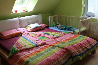 baby b logbuch ein bettgitter. Black Bedroom Furniture Sets. Home Design Ideas