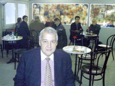 rapid präsident rudolf edlinger aufgenommen im spö wahlcontainer 2002.