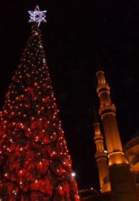 Weihnachtsbaum und Moschee