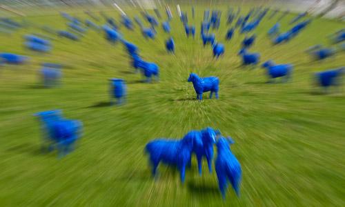 Blaue Schafe auf dem Schlossplatz in Berlin