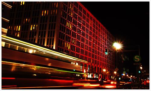 Beleuchtetes Haus in der Nähe vom Potsdamer Platz
