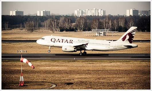 Startendes Flugzeug der Quatar Airlines