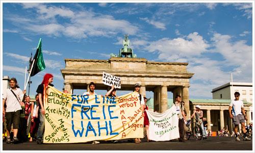 Die Hanfparade vor dem Brandenburger Tor