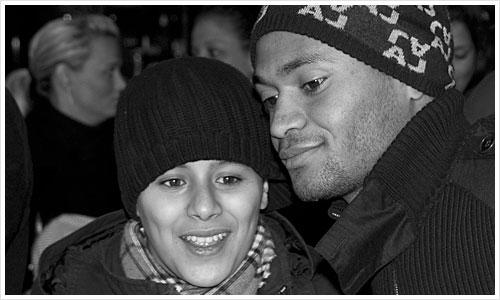 Raffael mit Fan im Berliner Hbf