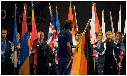 Die Fahnenträger der IAAF 09 werden vorbereitet