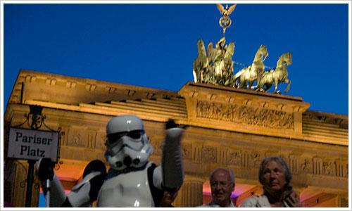 Der Stormtrooper nutzt die Gunst der Stunde