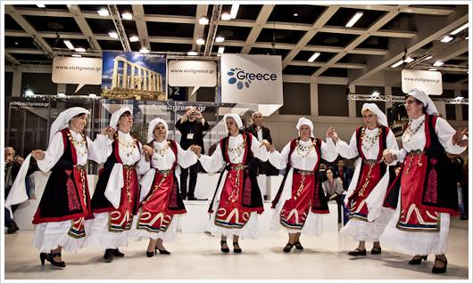 Griechische Tänzerinen auf der ITB