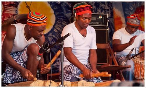 Eine afrikanische Band beim Karneval der Kulturen