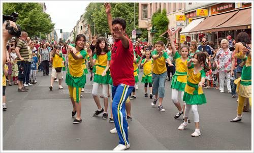 Tanzgruppe in Berlin zum Karneval der Kulturen