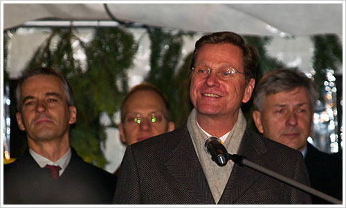 Guido Westerwelle am Mikrofon