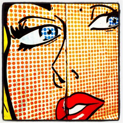 Motiv nach Roy Lichtenstein auf Mauersegment am Spreeufer