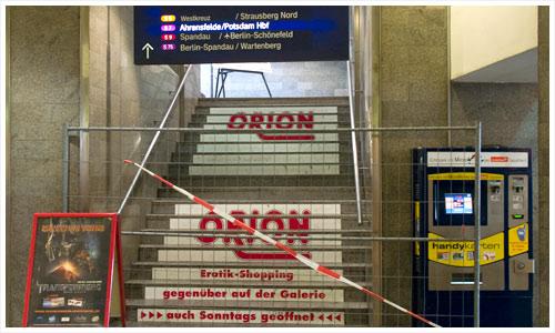 Absperrung zu den S-Bahn Gleisen