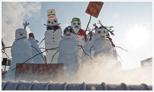 Gruppe von Schneemännern