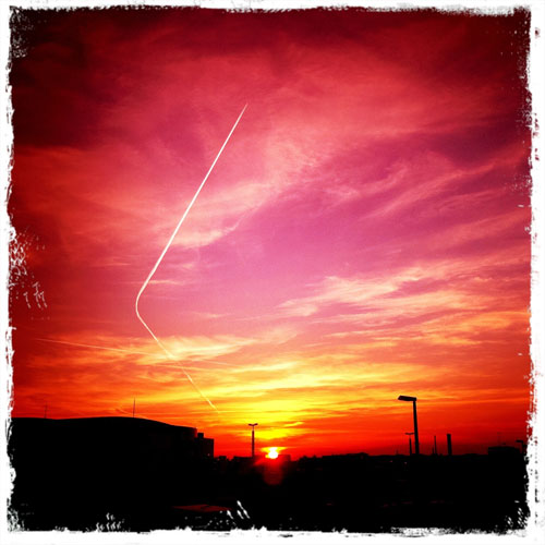 Abendhimmel mit Flugzeug