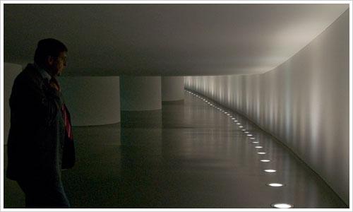 Der Tunnel zwischen Paul-Löbe-Haus und Reichstag