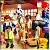 Eine Trooperfigur aus Starwars mit anderen Figuren