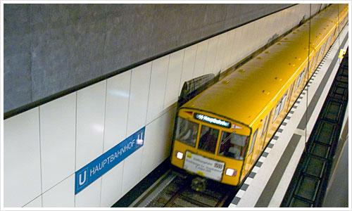 Die U 55 erreicht den Berliner Hauptbahnhof