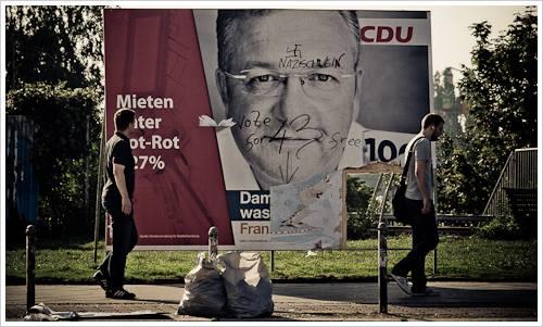Beschmiertes Wahlplakat der CDU