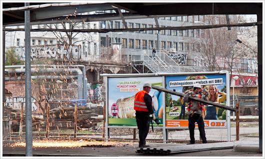 Abrissarbeiten am Bahnhof Warschauer Straße