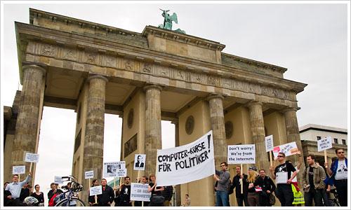 Demo zu den Internetsperren vor dem Brandenburger Tor